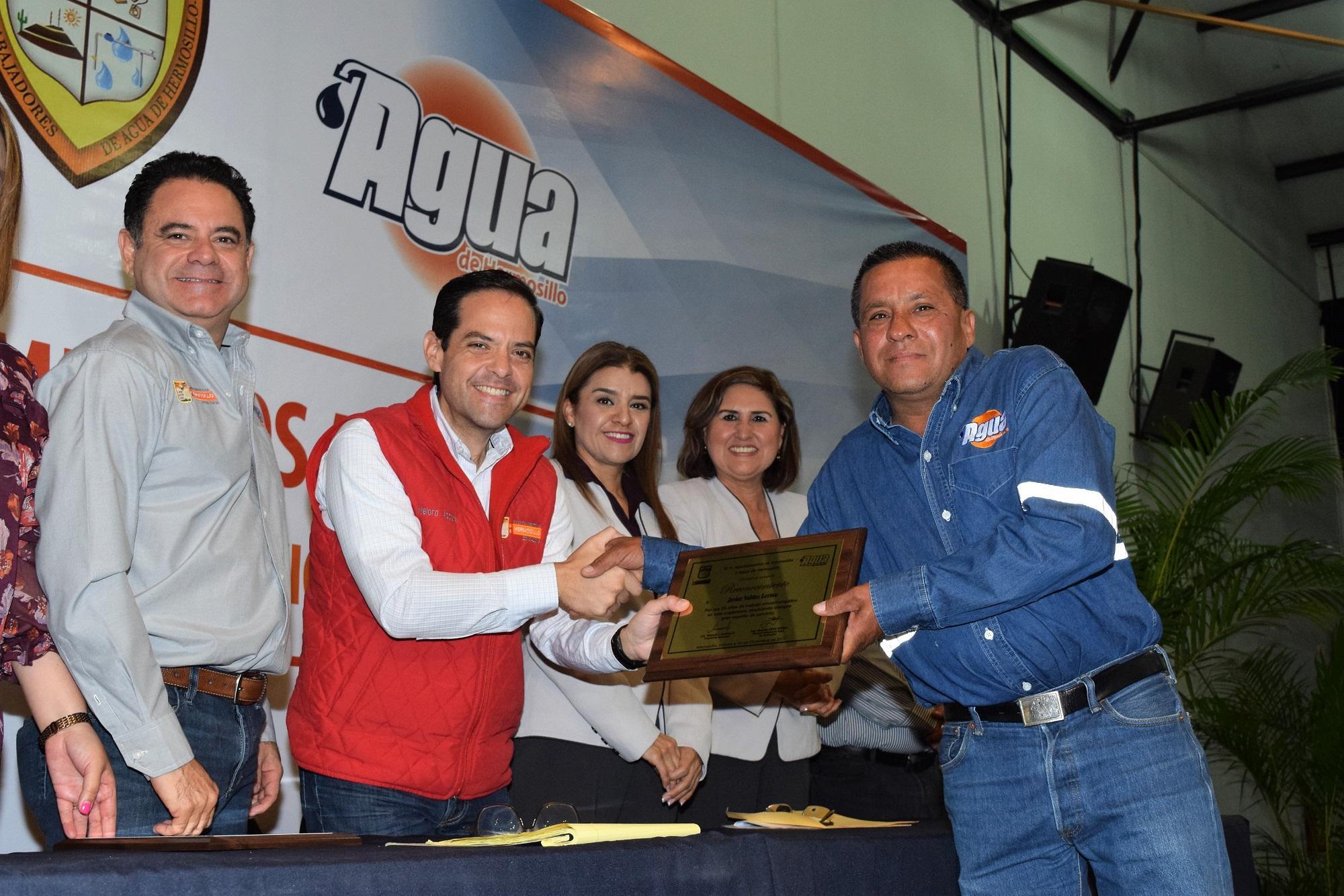 Resultado de imagen para Reconocen trayectoria de trabajadores de Agua de Hermosillo